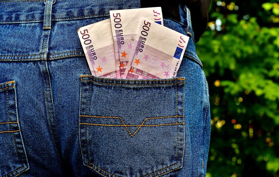 eura v džínách