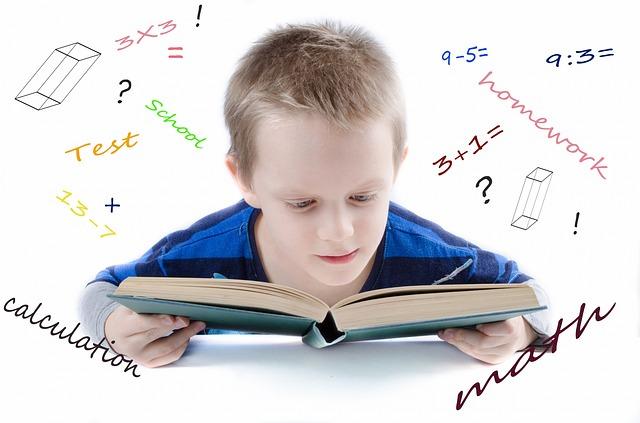 chlapec v učení
