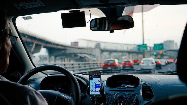 mobil v autě